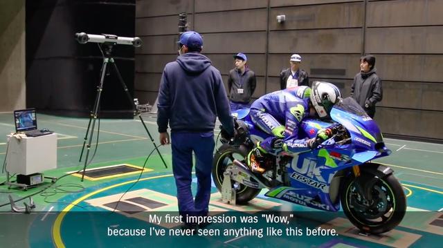 画像: 3Dスキャナーというハイテク装置を使って、ライダーの車上での形をデータとして取り込みます! スゴイですね! www.youtube.com
