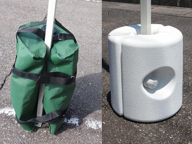 画像: 使用時のみ重くするタイプ。左がバッグ型、右が容器型です。中に水などを詰めて使います。 www.fungoal.com