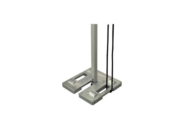 画像: こちらは常時重たいタイプの一例。このようにテントの足にセットします。この製品のように、ロープを通して使えるようになっているものもあります。 www.store-campal.co.jp