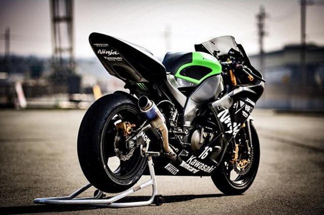 画像: 強大なパワーが伝わってくる!サーキットに浮かび上がるカワサキNinja ZX10Rの一枚【グラカワインスタ紹介Vol.21】 - LAWRENCE - Motorcycle x Cars + α = Your Life.