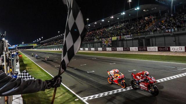 画像: 僅差でM.マルケス(ホンダ)との優勝争いを制したA.ドヴィツィオーゾ(ドゥカティ)。 www.motogp.com