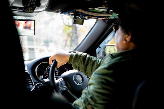 画像: 車高を自動調節できるGrand Cherokee Trailhawkなら、悪路であってもなんの問題もない。このクルマに乗っていると、つい冒険をしてしまいたくなる。