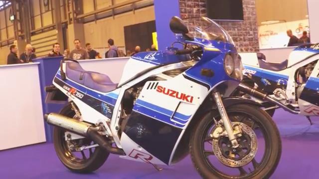 画像: 完成すると、こんな感じになるわけですね・・・。アルミフレームを採用する750ccクラス初の本格レーサーレプリカとして、このGSX-R750は日本市場でも大ヒットしました! www.youtube.com