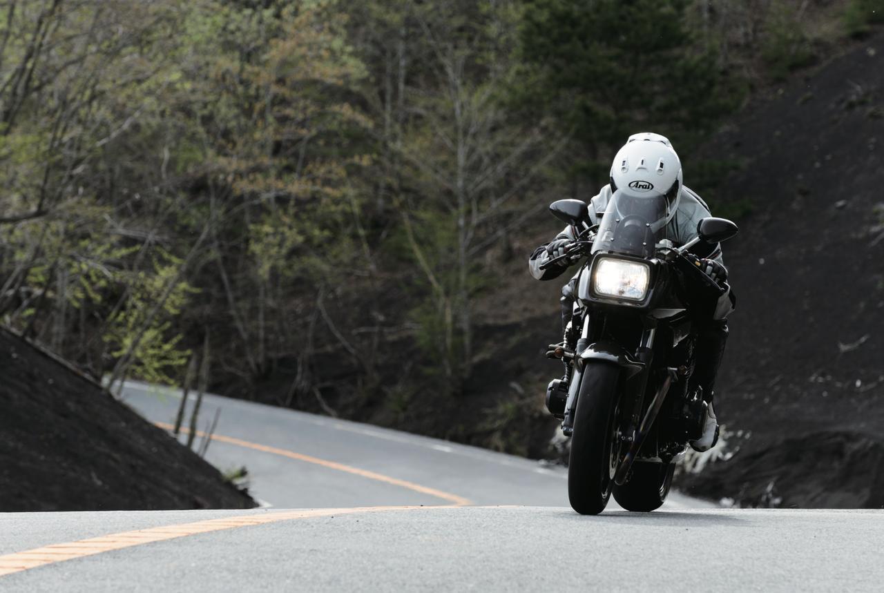画像: ヨシムラが制作した、世界でわずか5台しかないスペシャルカタナ 1135R。その黒い鋼の刀身に痺れる。 - LAWRENCE - Motorcycle x Cars + α = Your Life.