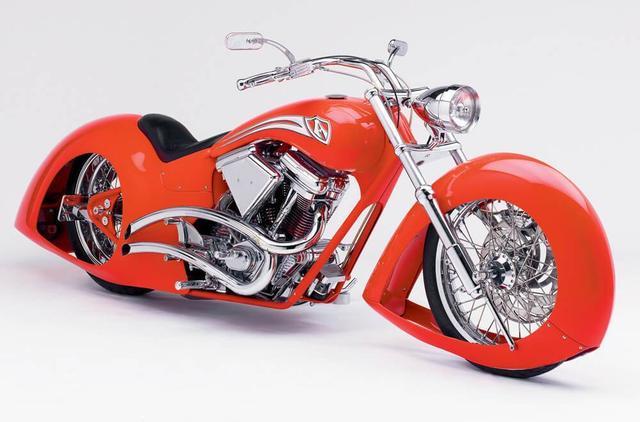 画像: 1999年の作品、「アローバイク」。1930年代のカーデザインにインスパイアされて生まれた1台です。 luxefair.com