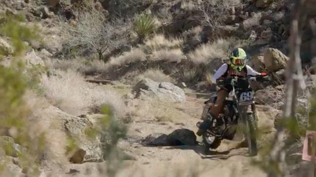 画像: 岩がゴロゴロと転がる丘陵は、特に重たいハーレーダビッドソンには辛そう・・・。 www.youtube.com