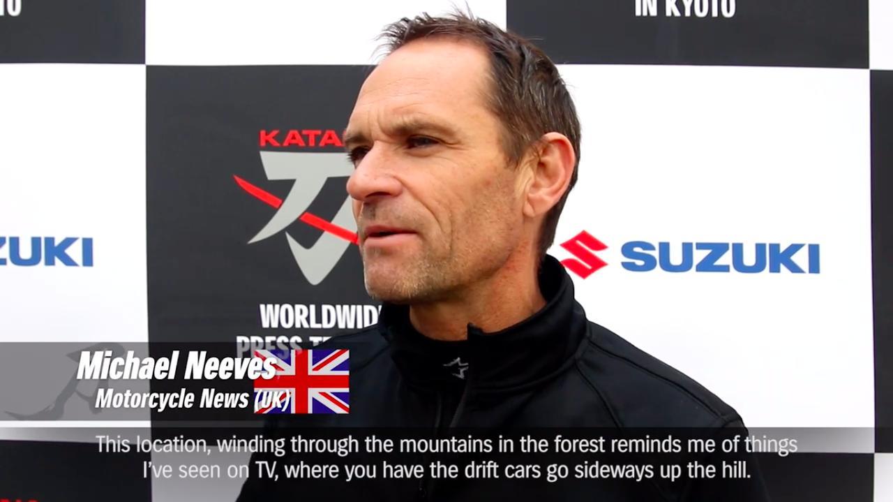 画像: 英MCNのM.ニーブズ さん。「すべてが印象的だね。私たちはこの峠道をとても楽しめた。総合的にとてもグッドだ」とベタぼめです。 www.youtube.com