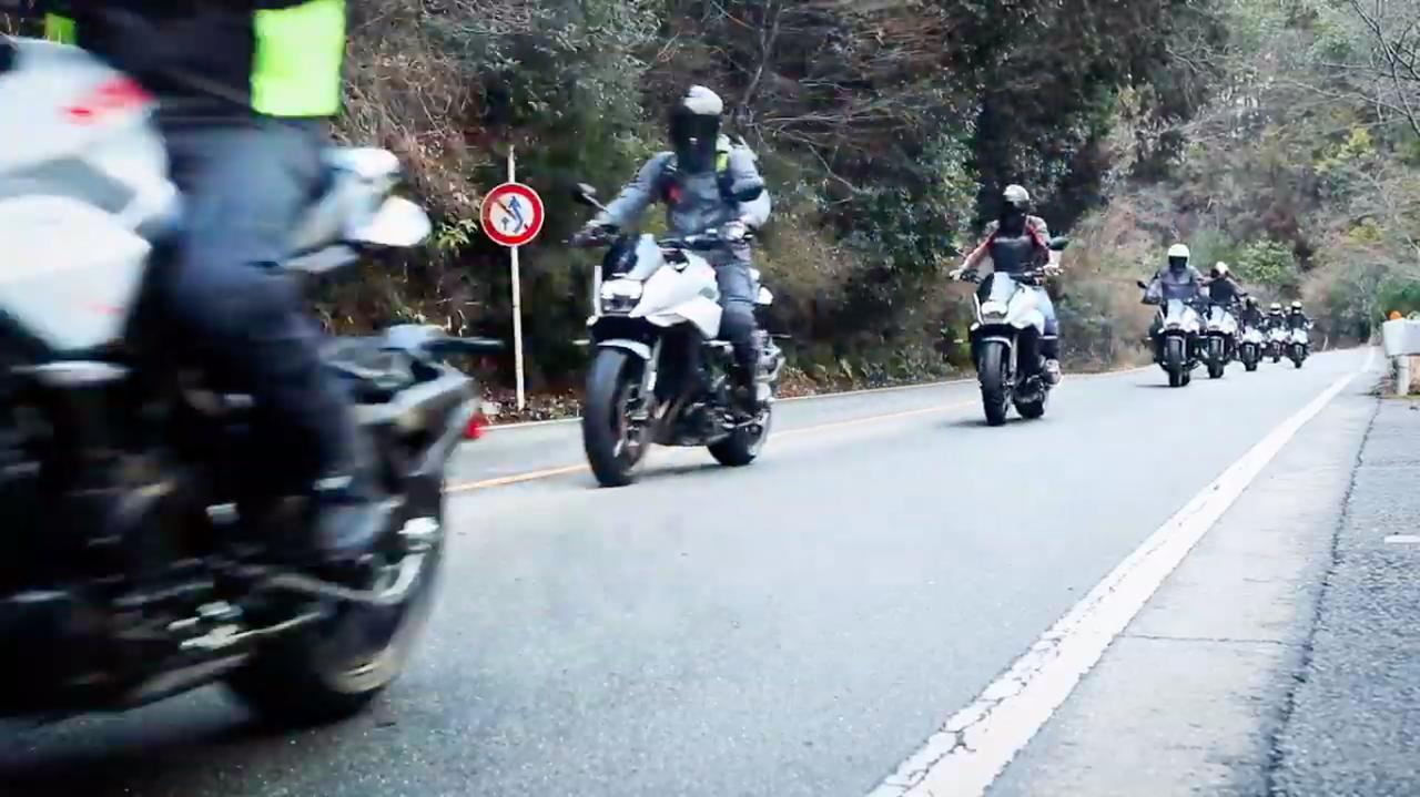 画像: ズラ〜〜〜〜〜〜〜り、と隊列走行!! ←しつこい。 www.youtube.com