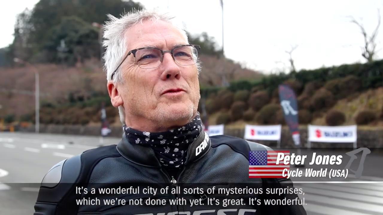画像: 米サイクル ワールドのP.ジョーンズさん。「これは私が乗ってきた中でも、最も乗りやすいバイクのひとつと評価できるね。なぜならすべてのパーツが正しく機能しているからだ」などなど、総じて高評価でした。 www.youtube.com