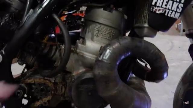 画像: シリンダーのデカさが目立つZabel製2ストローク700cc単気筒! 迫力です! www.youtube.com