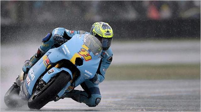 画像: 雨のフランスGPで、2位のマルコ・メランドリ(ホンダ)に12.599秒差をつけて優勝したC.バーミューレン +スズキGSV-R。 wheels.blogs.nytimes.com