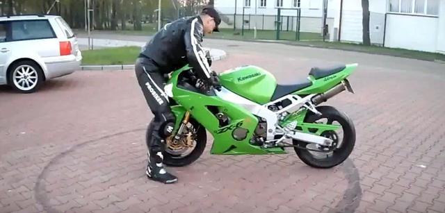 画像: 【危ない動画】自分のKawasaki Ninja ZX-6Rにひかれる男 - LAWRENCE - Motorcycle x Cars + α = Your Life.