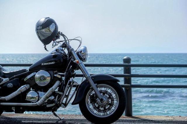 画像: カワサキVULCAN400 CLASSICと透き通る海まるで雑誌の表紙のような一枚。【グラカワインスタ投稿紹介vol.28】 - LAWRENCE - Motorcycle x Cars + α = Your Life.