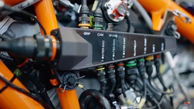 """画像: 続いては現代のMotoGPに欠かせない、""""電子制御""""に関する説明です・・・。 www.youtube.com"""