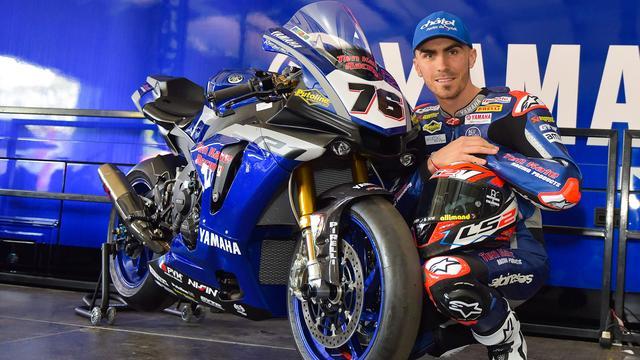 画像: ステージ上のテン・ケイト・レーシングのヤマハYZF-R1と、ロリス・バズ。 www.worldsbk.com
