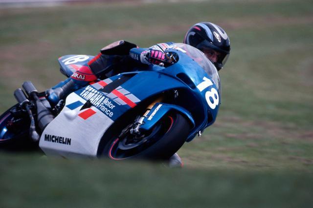 画像: 1993年、オランダGPをヤマハYZR500で走るB.ガルシア。1994〜1995年はROCのマシンでGP500ccにエントリーしていました。 global.yamaha-motor.com