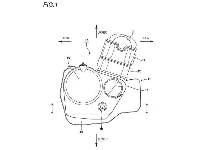 """画像: 水平単気筒DOHC4バルブのドゥカティ・スーパーモノと異なり、スズキの単気筒は前傾シリンダーのオーソドックスなデザインで、動弁系はOHCを採用しています。クランクケース前側の膨らみの中身が、この特許の""""肝""""です。 www.cycleworld.com"""