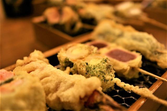 画像: 名物の天ぷら串