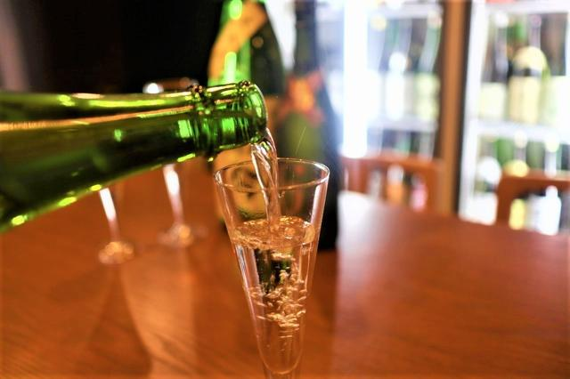 画像2: 厳選した50種類以上の日本酒を楽しめる☆