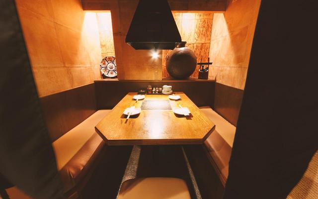 画像: お席は2名様、4名様、6名様席を完備 www.k-thanks.co.jp