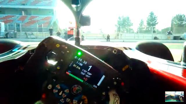 画像: ステアリングというと「丸い」イメージがありますが、今日のF1のステアリングはビデオゲームのコントローラーみたいなカッコウをしています。そしてビデオゲームのコントローラーよりも、はるかに多いスイッチが付いています・・・。 www.youtube.com