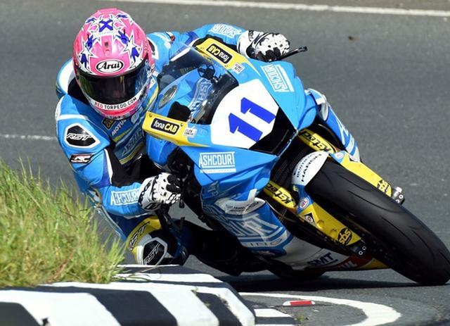 画像: ヤマハYZF-R6を駆り、嬉しいTT初優勝を記録した、L.ジョンストン。 www.iomtt.com