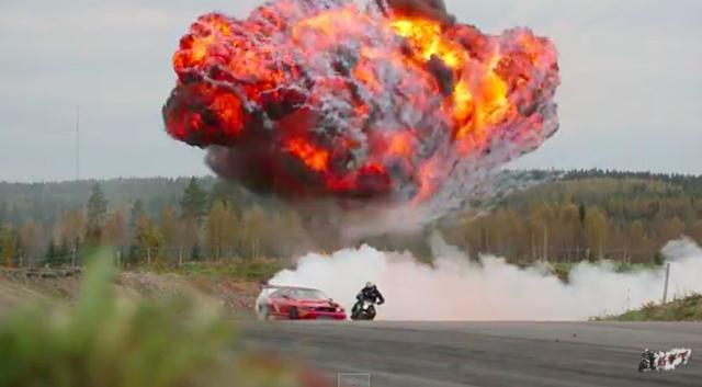 画像: もう、みんなドリフト好きなんだから〜スカイラインR33とkawasaki zx10rのドリフトしまくり競演動画で興奮しておきましょうか。 - LAWRENCE - Motorcycle x Cars + α = Your Life.