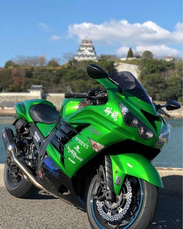 画像: ブルーの海で映えるのはカワサキグリーン!【グラカワインスタ紹介Vol.35】 - LAWRENCE - Motorcycle x Cars + α = Your Life.