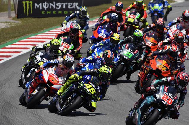 画像: 決勝スタート!! まさかこの後・・・あんな展開になるとは・・・。 race.yamaha-motor.co.jp