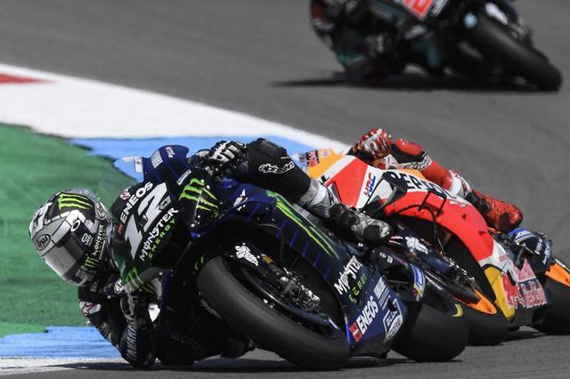 画像: 熾烈なトップ争いを制し、最終的には王者M.マルケス(ホンダ)に4.854秒の差をつけて優勝したM.ビニャーレス(ヤマハ)。 race.yamaha-motor.co.jp