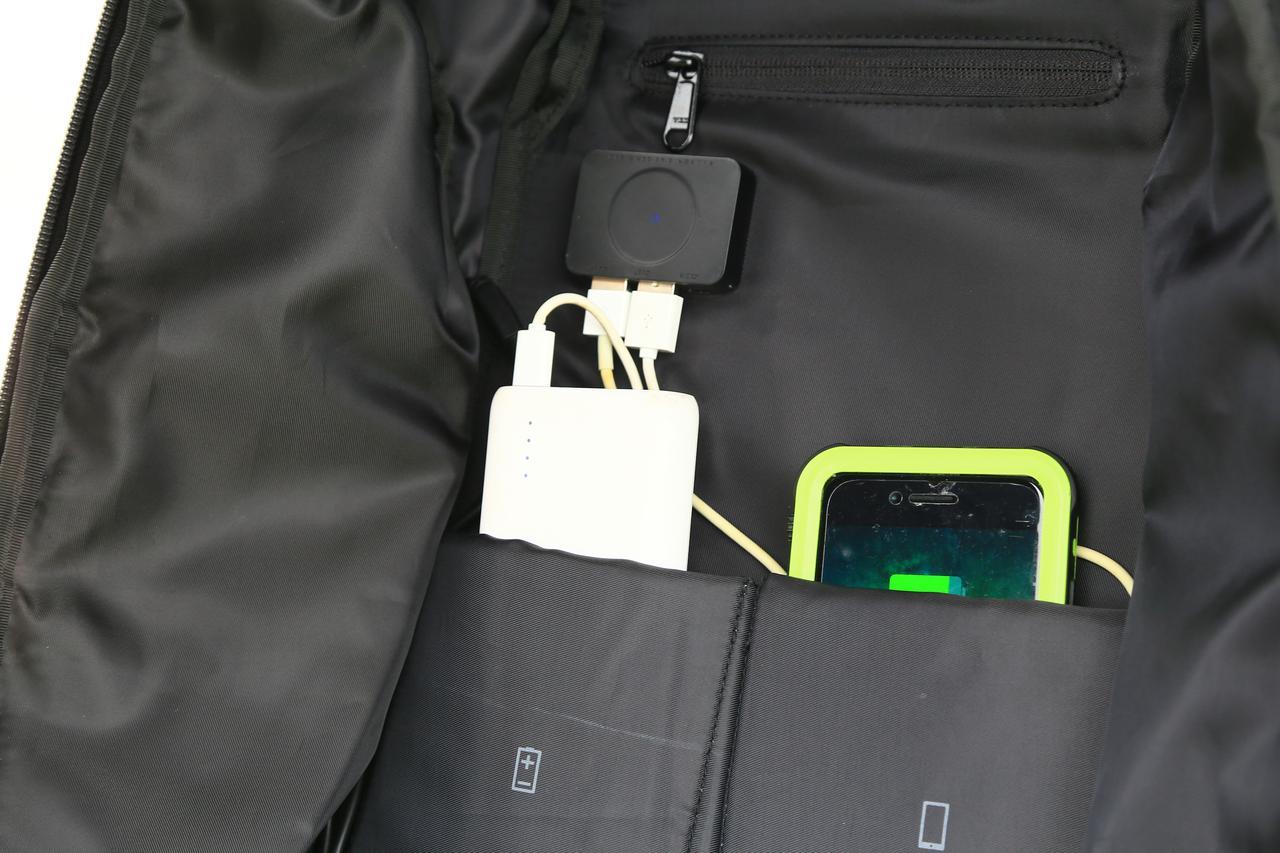 画像: iPhoneなど高電圧が必要なガジェットは専用の充電ソケットがあります。