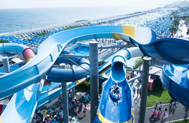 画像: ウォータースライダー OISO LONG BEACH 公式サイトより www2.princehotels.co.jp