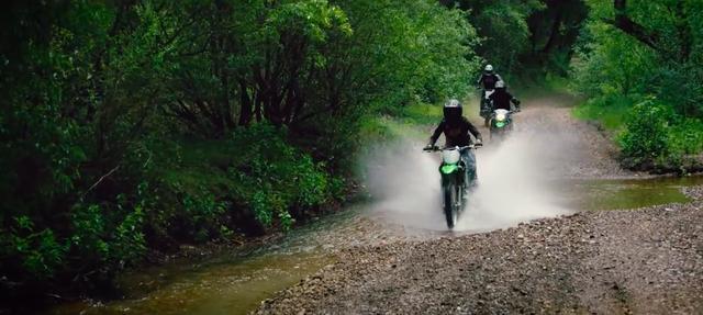 画像: ひたすら3台がオフロードを走りまくる内容なのですが、見飽きることがないくらいすべてのシーンに爽快感があふれています。 www.youtube.com