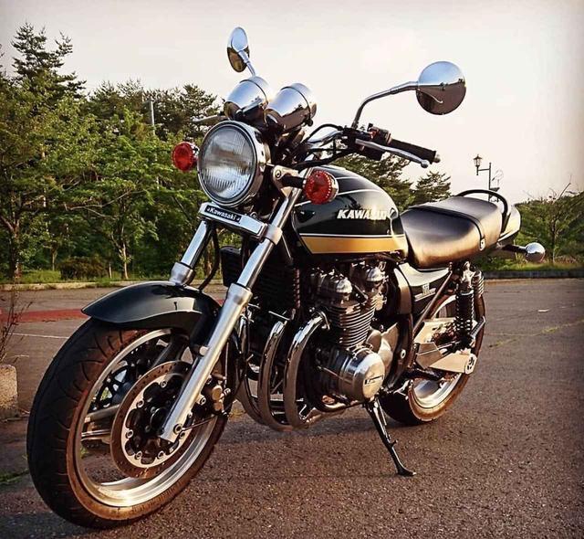 画像: 夕陽に照らされた カワサキ ZEPHYR750にレトロな魅力を感じるこちらの一枚。【グラカワインスタ投稿紹介vol.38】 - LAWRENCE - Motorcycle x Cars + α = Your Life.