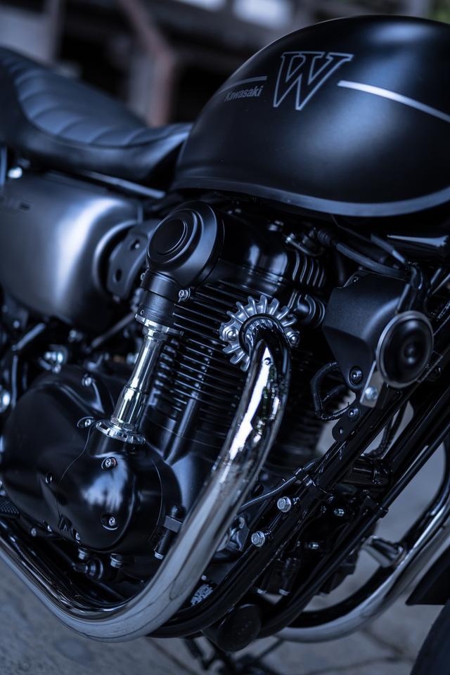 画像1: バイクの魅力は速さだけじゃない!と思うアナタへ。カワサキ新型W800のエンジンは『味わい』と『音』が最高すぎるっ!?