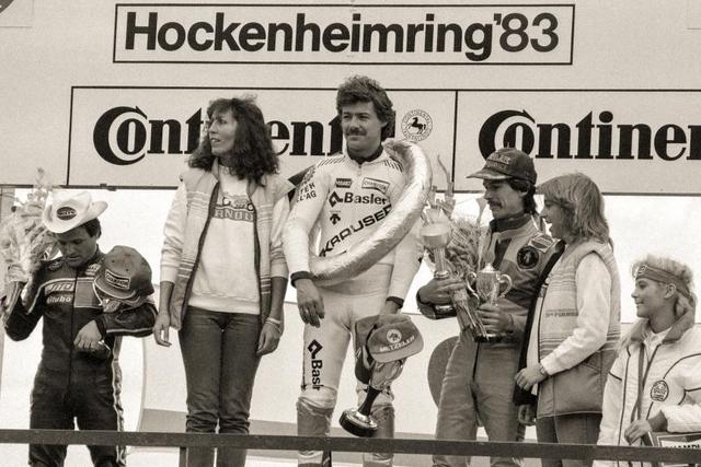 画像: 1983年西ドイツGP(ホッケンハイム)50ccクラス。表彰台の頂点に立つS.ドルフリンガー。彼は1962年から続いた50ccクラスの、最後のチャンピオンとして歴史に名を残しています。 www.motogp.com