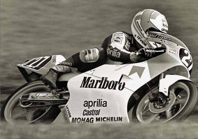 画像: 1989年と1990年に、ドルフリンガーはアプリリアで125ccクラスでも戦いますが、80ccクラスのように際立った成績を残すことはできず、1990年限りに引退することになりました。 www.motogp.com