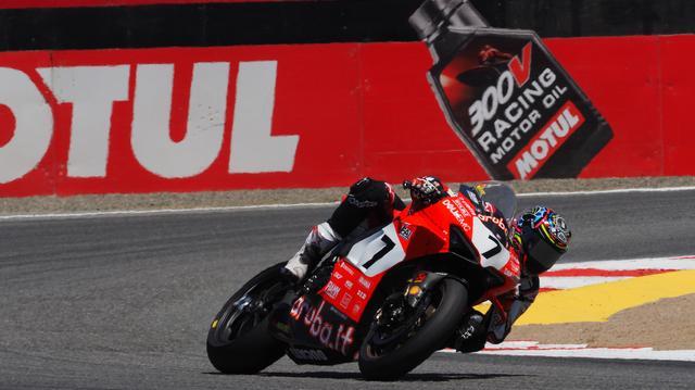 画像: 土曜日のレース1に続き、スーパーポールレースでも2位となったC.デイビス(ドゥカティ)。彼がパニガーレ V4 Rでもコンスタントに上位争いできると、シーズン残りの展開も面白くなりそうです。 www.worldsbk.com