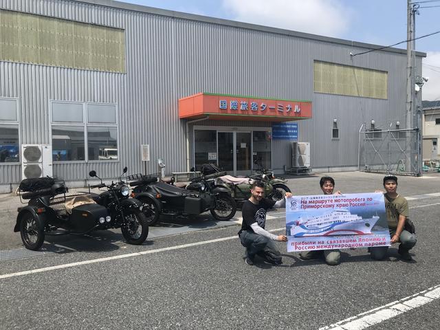 画像: 今回の「ウラル・ロシア・ライド」には、2輪駆動のギア アップ系ウラルサイドカー3台が参加。左からウラル・ジャパンCEOのブラドさん、神奈川県横浜市から参加の堀田圭亮さん、そしてウラル・ジャパンのスタッフながら、プライベートで参加の堀内将さん。