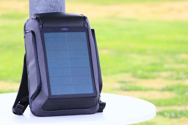 画像1: ソーラーパネル一体型という飛び道具!