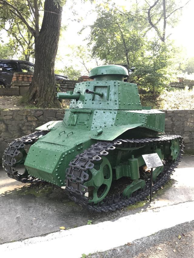 """画像: ナゾの戦車。まさに""""豆タン""""というカンジです。"""