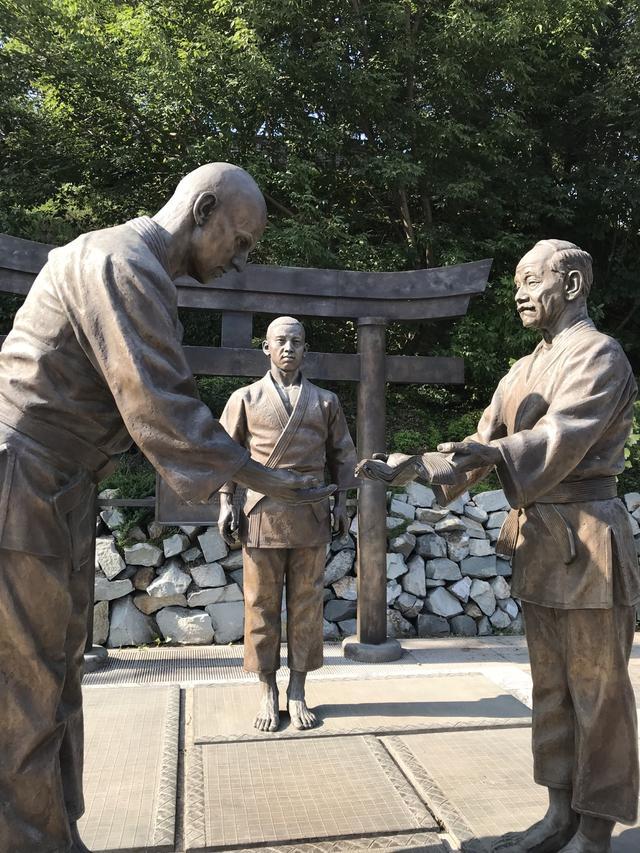 画像: ウラジオストクはロシアにおける柔道発祥の地でもあります。1914年、講道館創始者の嘉納治五郎は、ロシア人初の弟子であるワシーリー・コシチェプコフを指導。1917年にはウラジオストクスポーツ協会のビルディング内で、第一回国際大会が開催されたとのことです。