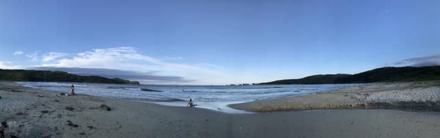 画像: 東岸ビーチのパノラマ写真。夕方ということもあり人も少なく、大自然を心置きなく楽しめました。