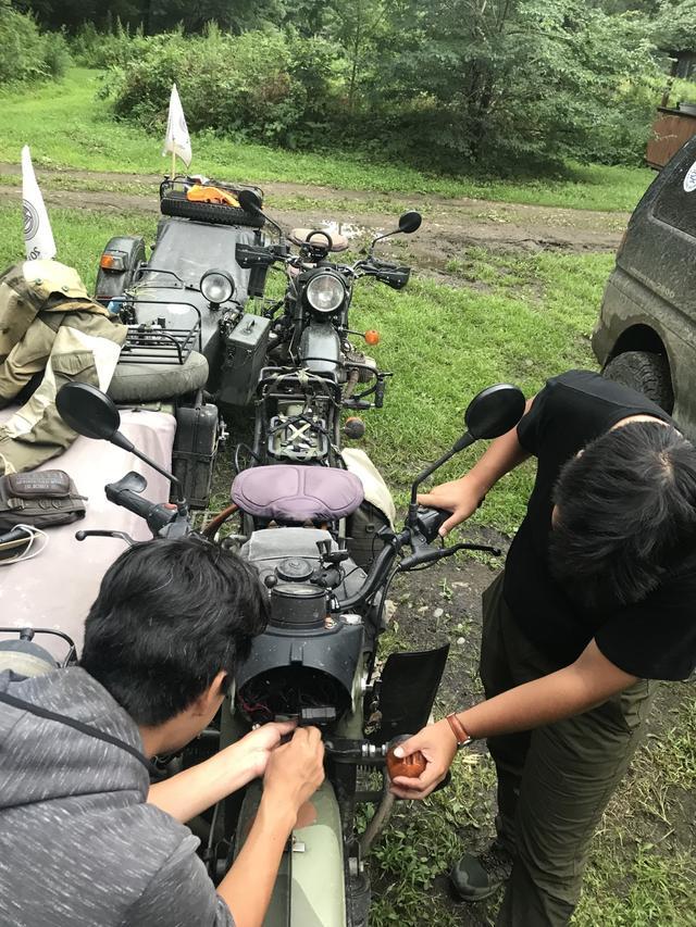 画像: 堀内さんのウラルの、ウインカーが作動しません・・・。走行には支障ないですが、ウインカーは安全のためにもちゃんと作動してもらいたい部品なので、早く修理したいのが人情というものです。