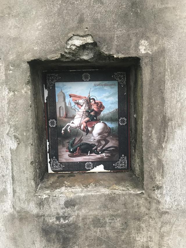 """画像: ルースキー島の各要塞には、それぞれ「アイコン」が付けられています。神や英雄伝捨が""""モラル""""を形成する、西洋的な価値観がうかがい知ることができる慣習と言えるのでしょう。"""