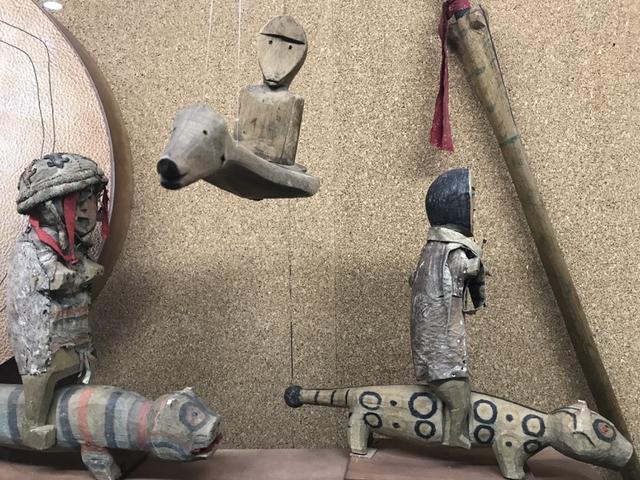 画像: こちらも先住民族の展示ですが・・・なんともユニークなデザインです。これ、ミュージアムショップでレプリカ的なモノが売っていたら、お土産にぜひ買いたかったのですが・・・残念ながらなかったです。