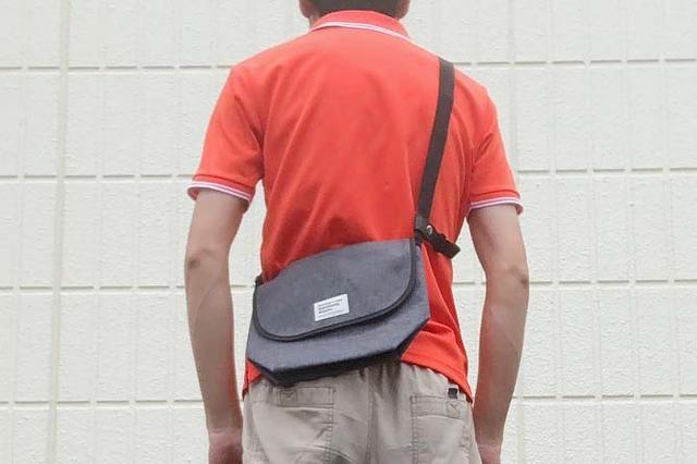 画像: ※写真はライディングジャケットを着用する前提で、ショルダーストラップが長めのセッティングになっています。