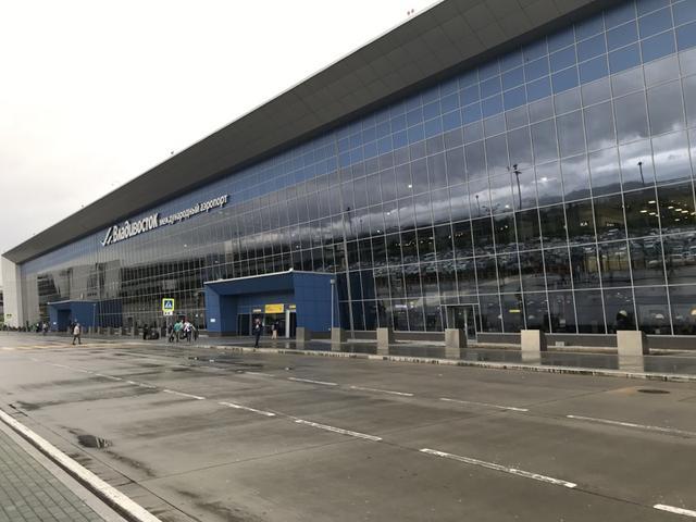 画像: 近年、リニューアルされて外観がキレイになったウラジオストク空港。