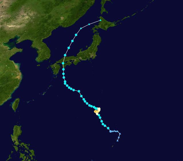 画像: 大型の台風10号「クローサ」は、韓国・東海とロシア・ウラジオストクを直撃しませんでしたが、その影響で海は荒れることに・・・。 ja.wikipedia.org