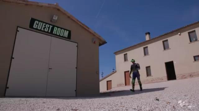 画像: サンマリノGPの舞台であるミサノのサーキットは、ロッシの地元から至近の位置にあります・・・。 www.youtube.com
